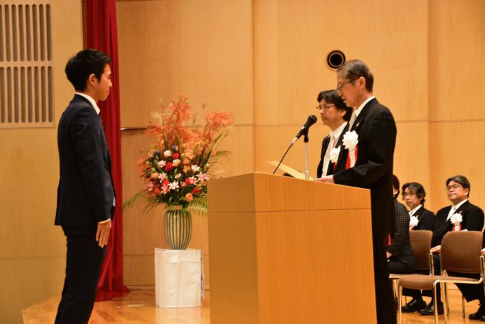 令和元年度前期末学位記授与式を挙行しました<9月19日(木)>